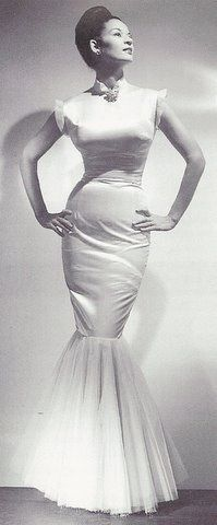 Model Sara Lou Harris in the A graduate of Bennett College in Greensboro, North Carolina, Sara Lou was one of the first Black models to appear in national advertisements. Vintage Black Glamour, Vintage Beauty, 1940s Fashion, Vintage Fashion, Fashion Models, Beautiful Black Women, Beautiful People, Divas, African American Women