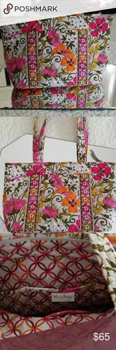 Floral Vera Bradley Pocketbook Beautiful bright floral bag in Vera Bradley signature quilted style. Never left the closet and looking to catch some sunlight. Vera Bradley Bags Shoulder Bags