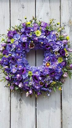 Wreaths And Garlands, Holiday Wreaths, Door Wreaths, Welcome Wreath, Funeral Flowers, Summer Wreath, How To Make Wreaths, Dried Flowers, Flower Art