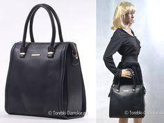 Elegancka duża torebka w kolorze czarnym - efektowny kuferek, pojemna teczka - jaką funkcję będzie pełnić? Zależy od Ciebie. Zmieścisz w niej laptopa, gruby segregator czy teczkę A4. Efektowna i w najmodniejszym aktualnie stylu