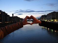 """O post que a Claudia fez sobre as 25 coisas que ela amou na Emília Romagna me inspirou a fazer um sobre minha viagem a Florença/Toscana – até porque eu queria dar um """"gran finale"""" a essa série de posts. Então vamos lá! 1. Tirar a famosa foto segurando a Torre de Pisa 2. Atravessar …"""