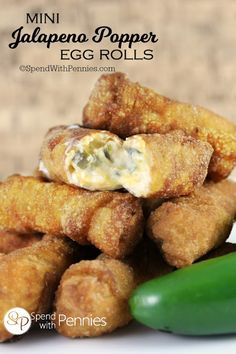Mini Jalapeno Popper Egg Rolls - Spend With Pennies - Mini Jalapeno Popper Egg Rolls! If you love Jalapeno Poppers, you'll love these crispy bite sized - Gourmet Recipes, Mexican Food Recipes, Appetizer Recipes, Appetizer Ideas, Appetizer Party, Oriental Recipes, Mexican Appetizers, Hot Appetizers, Italian Appetizers