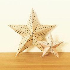 こちらは5枚の折り紙で作る立体の星です。5つのパーツを作り、組み合わせると写真のように立体の形になります。 クリスマスツリーのオーナメントとしても使えそうですね!