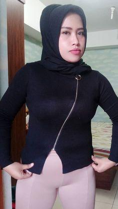 Get In Shape Program for Beginners (Lose 10 Pounds Easily) Arab Girls Hijab, Girl Hijab, Muslim Girls, Beautiful Muslim Women, Beautiful Hijab, Sexy Asian Girls, Beautiful Asian Girls, Myanmar Women, Hijab Chic