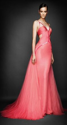 Atelier Versace pink gown, like the style, less the colour Stunning Dresses, Beautiful Gowns, Pretty Dresses, Beautiful Outfits, Beautiful Lines, Beauty And Fashion, Look Fashion, High Fashion, Timeless Fashion