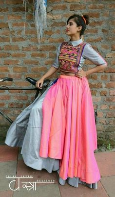 31 New Navratri Chaniya Choli Designs to Try in 2017 - LooksGud.in navratri chaniya choli designs and patterns Indian Gowns Dresses, Indian Fashion Dresses, Dress Indian Style, Indian Designer Outfits, Indian Outfits, Fashion Outfits, Indian Wear, Western Outfits, Designer Dresses