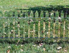 Mirror Fence that Reflects the Ever-Changing Surroundings