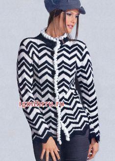 Черно-белый жакет с узором из зигзагов. Вязание спицами