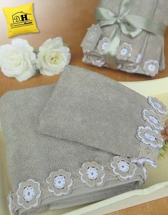 Coppia di asciugamani by Angelica Home & Country Nobless Nature Collection in co. - à coudre tendance chic longue ete ete femme colorees couture Crochet Towel, Crochet Fabric, C2c Crochet, Crochet Borders, Filet Crochet, Crochet Crafts, Crochet Flowers, Crochet Lace, Crochet Stitches
