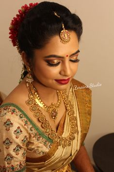 Bridal Jewellery Inspiration, Indian Gold Jewellery Design, Antique Jewellery Designs, Indian Jewelry, Bridal Jewelry, Antique Jewelry, Saree Blouse Neck Designs, Saree Blouse Patterns, Designer Blouse Patterns