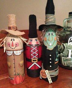 Scarecrow decor, painted wine bottle, scarecrow wine bottle, Fall decor, hand painted decor - New Deko Sites Wine Bottle Design, Wine Bottle Art, Painted Wine Bottles, Decorated Bottles, Scarecrow Crafts, Halloween Crafts, Halloween Party, Scarecrows, Glass Bottle Crafts