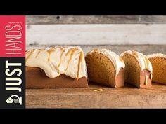 Κέικ καραμέλας με 3 υλικά από τον Άκη Πετρετζίκη. Φτιάξτε εύκολα και γρήγορα το πιο νόστιμο κέικ με καραμέλα! Ιδανικό για σνακ και συνοδευτικό για τον καφέ σας