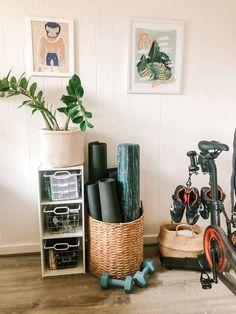 Diy Home Gym, Gym Room At Home, Home Gym Decor, Best Home Gym, Workout Room Home, Workout Room Decor, Yoga Room Decor, Small Home Gyms, Basement Gym