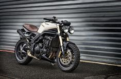 Triumph speed triple creativ garage 4h10.com - vintage retro meets modern with meaty tires