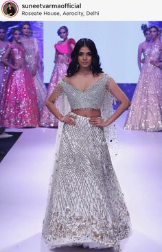 Chanya Choli, Indian Fashion Trends, Lehenga Choli, Sarees, Couture Week, Prom Dresses, Formal Dresses, Red Blouses, Indian Bridal