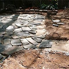 How to build a flagstone patio in 48 hours (© Popular Mechanics)