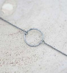 Zooo charmant deze armband. Zusss fijn armbandje met cirkel.