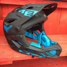 @met_helmets drops the new Parachute. Enduro specific full face. ASTM DH certified, ~700g #Padgram Enduro Motorcycle, Mtb Bike, Bmx, Bike Helmets, Full Face Helmets, Dirt Bikes, Bicycles, Mountain Biking, Outdoor Gear