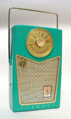 Emerson Pioneer 8 Transistor Radio, in aqua Vintage Love, Retro Vintage, Vintage Items, Vintage Stuff, Vintage Robots, Vintage Images, Radios Retro, Radio E Tv, Radio Usa