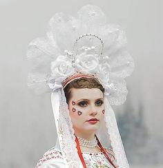 zeiko / parta NAJ NEVESTA 2018 Hand Painted Dress, Modeling, Folk, Textiles, Crown, Disney Princess, Disney Characters, Party, Painting