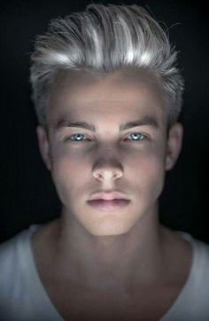 Platinum hair want! This one of the things i would like to my hair. It reminds… - All For Hair Cutes Grey Hair Dye, Dyed Hair, Hair And Beard Styles, Hair Styles, Blue Eyed Men, Lucky Blue Smith, Blonde Guys, Haircuts For Men, Men Hairstyles