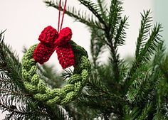 Little Christmas Tree Wreath. Free pattern.