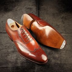 leatherfootshoes: A first for many. Saint Crispin's Mod. 105 is the ever versatile wing tip oxford. Seen here in CRU 606, on the chiseled last. Made for SD just in time for the summer. Stock and custom fittings available, visit www.leatherfoot.com to inquire.