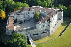 Le château de Cazeneuve à Préchac (Gironde)
