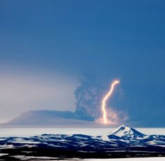 Lightning strikes in the erupting Grímsvötn volcano. The picture was taken from Orvar Atli Thorgeirsson, from the area of Sprengisandur… Volcano Lightning, Volcano Ash, Volcano Iceland, Natural Phenomena, Natural Disasters, Mother Earth, Mother Nature, Lightning Photos, Lightning Strikes