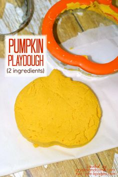Printable Pumpkin Pie Play Dough Recipe. A super easy, 2 ingredient recipe that your kids will love! Perfect for at home or in the classroom!