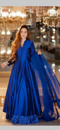 Pakistani Frocks, Pakistani Party Wear Dresses, Beautiful Pakistani Dresses, Shadi Dresses, Dresses To Wear To A Wedding, Pakistani Dress Design, Pakistani Outfits, Simple Dresses, Nice Dresses