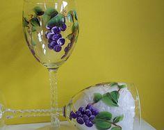 2 copas de vino pintadas a mano de trébol por EverythingPainted