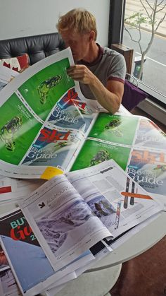 #BuyersGuide 2016 issue now in page proofs. Here's editor iain doing a final review @K9_SD It's looking terrific!