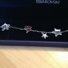 Swarovski Bracelet This sterling silver star bracet glimmers beautifully in the light and adds a really elegant touch to any outfit! NEW with TAG and CASE INCLUDED. Jewelry Bracelets