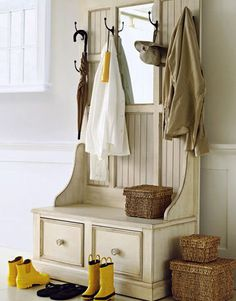 refinishing the hall tree Under The Table and Dreaming: Entryway & Mudroom Inspiration & Ideas {Coat Closets, DIY Built Ins, Benches, Shelves and Storage Solutions} Halls, Hallway Storage, Storage Mirror, Door Storage, Closet Storage, Estilo Country, Autumn Decorating, Decorating Ideas, Built In Bench