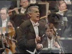Plácido Domingo sings Siempre en mi corazón by Ernesto Lecuona.