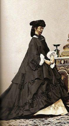 Empress Elisabeth of Austria — Empress Sissi of Austria,aged 25 Historical Costume, Historical Clothing, 1800s Clothing, Vintage Photographs, Vintage Photos, Die Habsburger, Empress Sissi, Franz Josef I, Crinoline Dress