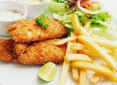 """El """"fish & chips"""" consiste en un cucurucho en el que se despachan tiras de pescado frito y bastones de patata en el mismo estado."""