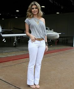 Like these jeans! Classy Outfits, Chic Outfits, Spring Outfits, Fashion Outfits, Womens Fashion, Casual Chic, Casual Wear, Look Office, White Jeans Outfit