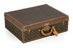 """Esto es viajar con clase...Maleta Louis Vuitton en lona """"monogramme"""", hacia 1970"""