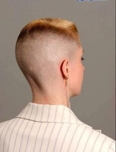 Red headed flat top haircut with an extreme high and tight fade:))) Short Hair Dont Care, Very Short Hair, Short Hair Cuts, Short Hair Styles, Undercut Women, Undercut Hairstyles, Pixie Hairstyles, Modern Hairstyles, Cool Hairstyles