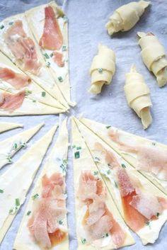 petits croissants roquefort - jambon de Bayonne - poire Plus