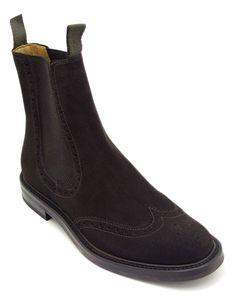 #Ankle #boot con elastici tipo #beatles con traforatura a coda di rondine in morbida pelle camosciata. Fondo in gomma antiscivolo cucito a #Blake. #MadeInItaly
