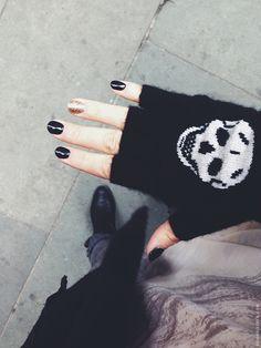 Skull glove