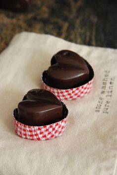 Tutorial: Chocolates with ♥... Make these wonderful chocolate hearts!