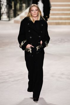Chanel Pre-Fall 2020 Fashion Show Chanel Pre-Fall 2020 Collection – Vogue - 2020 Fashions Woman's and Man's Trends 2020 Jewelry trends Fashion 2020, Runway Fashion, Fashion Art, Fashion Brands, High Fashion, Womens Fashion, Chanel Fashion, Vogue Paris, Erika Linder