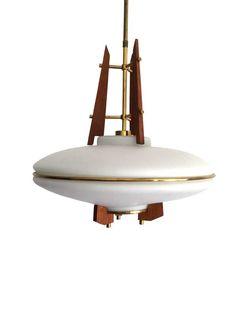 """Lampadario """"space age"""" a sospensione di produzione italiana degli anni '60, in vetro opalino bianco e teak, dettagli in ottone.  Rare italian """"space age"""" chandelier 1960 era. White opal glass and teak, brass details.  dim.  h90 x Ø 40cm."""