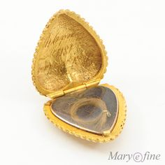 Georgian 18 Carat Gold Heart Shaped Mourning Locket.  Original glazing within protecting a small lock of hair carefully tied with golden thread.  Inside inscribed:  Died 10 March 1811 Aged 94