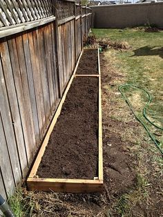 If space is an issue the answer is to use garden boxes. In this article we will show you how all about making raised garden boxes the easy way. Fenced Vegetable Garden, Vertical Vegetable Gardens, Vegetable Garden Planning, Vegetable Garden Design, Vegtable Garden Layout, Landscaping Along Fence, Backyard Landscaping, Landscaping Ideas, Raised Flower Beds