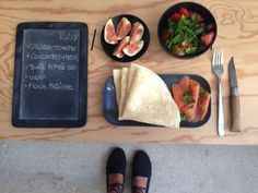 Menu du jour 10/07 - Salade tomates + courgettes + persil plat - Truite fumée bio - Wrap - Figues fraiches
